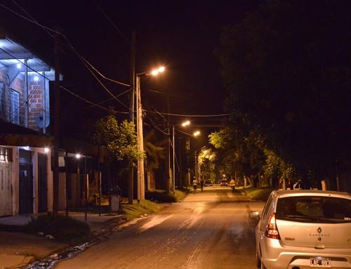 El municipio colocó nueva luminaria en Monte Grande