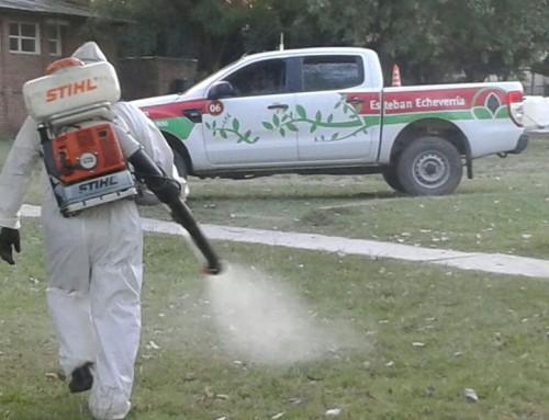 Continúan las tareas de fumigación ambiental en distintos puntos del distrito