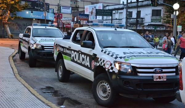 Efectivos de Protección Ciudadana del Municipio de Esteban Echeverría secuestraron 13 envoltorios con marihuana y 311 paquetes con cocaína, tras una persecución en 9 de Abril que culminó con tres detenidos.