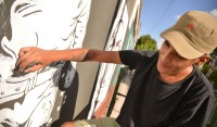 El Municipio de Esteban Echeverría continúa con las tareas de embellecimiento urbano, en conjunto con muralistas del distrito y la Subsecretaría de Cultura, quienes llevan a cabo esta tarea artística, que da color e identidad a las paredes de cada barrio.