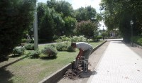 El Municipio de Esteban Echeverría realiza tareas de reparación en la Plaza Mitre de Monte Grande, en el marco del Plan integral de refacción de Espacios Públicos.