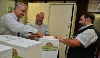El Municipio de Esteban Echeverría realizó hoy la apertura de las urnas que recepcionan denuncias y/o sugerencias en materia de seguridad, distribuidas en las cinco delegaciones del distrito, dependencias, entidades de bien público e instituciones religiosas.