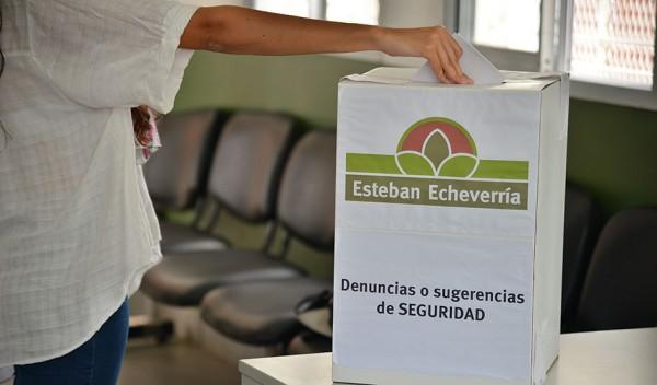 El Municipio de Esteban Echeverría continúa con la recepción de denuncias y/o sugerencias en materia de seguridad, en las urnas distribuidas en las cinco delegaciones del distrito, dependencias, entidades de bien público e instituciones religiosas.