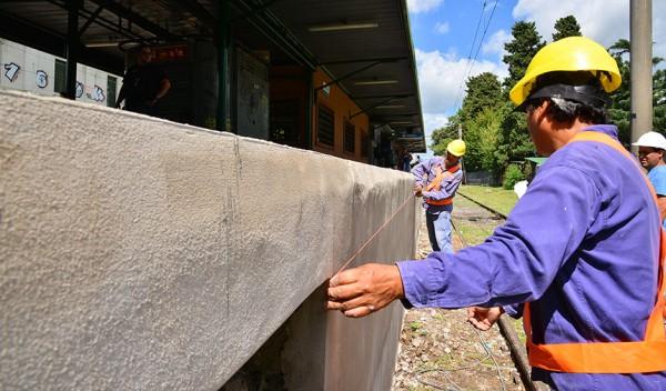 La obra, que beneficiará a más de 25 mil pasajeros, implica la renovación de la estación de ferrocarril de Monte Grande, en lo que respecta a trabajos de revoque, pintura, remodelación, canaletas y techos.