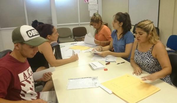 En el primer día de inscripción, más de 100 vecinos se anotaron en el Plan de Finalización de Educación de Estudios Secundarios para Jóvenes y Adultos (fines), destinado a mayores de 18 años que quieran finalizar sus estudios y obtener un título certificado.