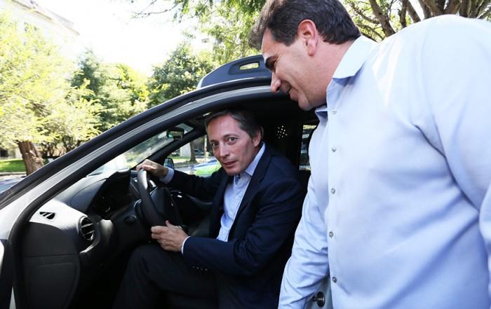 El Intendente de Esteban Echeverría, Fernando Gray anunció hoy la incorporación de siete nuevos móviles que facilitarán las tareas del Comando de Prevención Ciudadana (CPC), junto al Ministro de Seguridad de la Provincia, Cristian Ritondo.