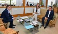 El Intendente de Esteban Echeverría, Fernando Gray, mantuvo hoy una reunión de trabajo con la Gobernadora María Eugenia Vidal, con quien repasó la agenda de gestión vinculada a temas de seguridad, educación, salud y desarrollo social del distrito.