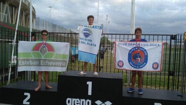 Se trata de Lautaro Kopec, quien obtuvo el segundo y tercer puesto en 200 y 400 metros libres respectivamente, en el marco del Campeonato Nacional de Natación que se desarrolló en las instalaciones del Centro de Alto Rendimiento Deportivo Estadio Mario Kempes, en la provincia de Córdoba.