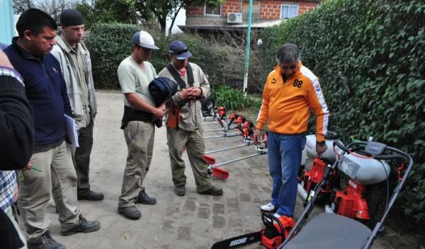 El Municipio de Esteban Echeverría, a través de Delegaciones, Dirección de Espacios Verdes y Cooperativas, realizó tareas de acondicionamiento en áreas interiores y exteriores de 52 instituciones educativas de todo el distrito.