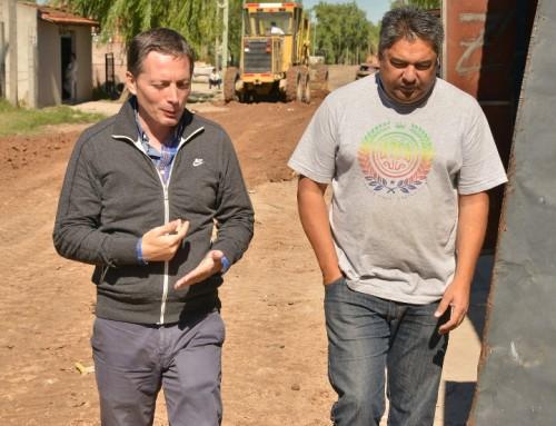 Fernando Gray supervisó las obras de motonivelado en 9 de abril
