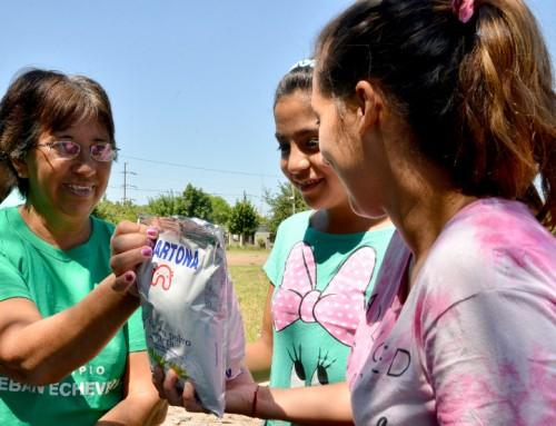 Inscripción al Plan Más Vida y entrega de leche en el Barrio El Triunfo