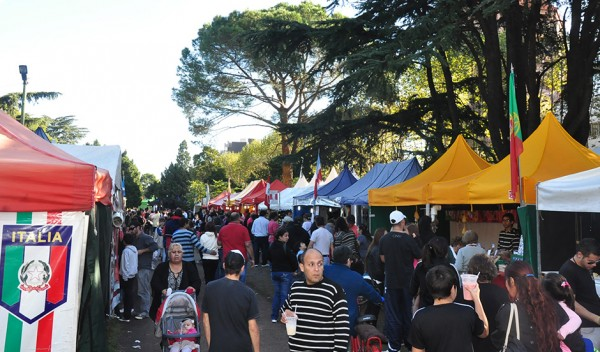 Comenzó la tradicional Feria de la Integración Social y Cultural de las Colectividades, organizada por el Municipio de Esteban Echeverría, que se realizará hasta el domingo 19, de 11 a 23, en la Plaza de la Cultura, ubicada en Evita y Mitre, El Jagüel.
