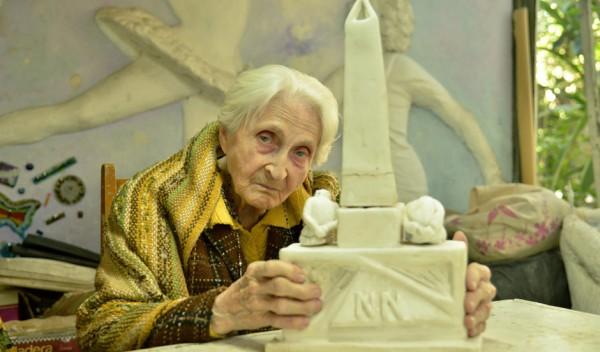 Se trata de Patricia Simek, de 92 años, quien ideó el monumento que se inaugurará el próximo 24 de Marzo, Día Nacional de la Memoria por la Verdad y la Justicia, en el Espacio de la Memoria, en la Plazoleta Boulevard Buenos Aires y Salta, Monte Grande.