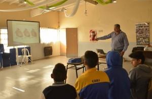El Municipio de Esteban Echeverría continúa con las capacitaciones teóricas y prácticas en las cinco sedes del programa Envión, donde se abordan temáticas actuales vinculadas a los jóvenes.