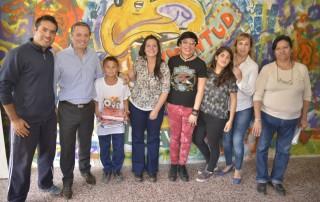 El intendente de Esteban Echeverría, Dr. Fernando Gray, entregó 50 kits de útiles escolares para chicos del Envión San Carlos y San Sebastián, en continuidad con las actividades que realiza el Gobierno Municipal para incentivar y promover a alumnos para que continúen sus estudios.