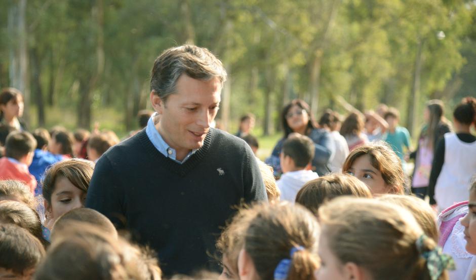 """Fernando Gray recorrió obras de puesta en valor del hogar escuela """"Eva Perón"""""""
