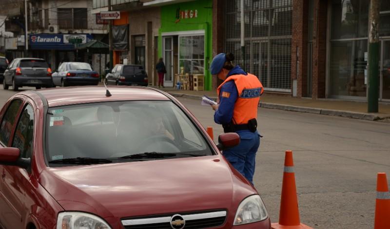 Agentes del Municipio de Esteban Echeverría, realizaron hoy diversos operativos de control vehicular en las localidades de Canning y Luis Guillón, en donde se verificó la documentación correspondiente a los vehículos y el cumplimiento con las normas de tránsito vigentes.