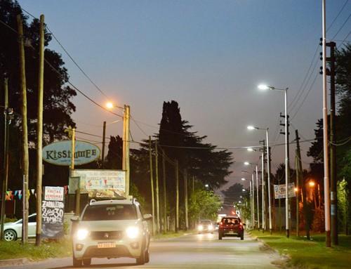 El municipio avanza con la colocación de más de 200 luminarias led en Canning