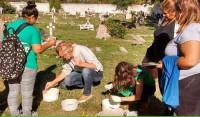 En marco de las actividades de prevención del Dengue, Zika y Chikungunya, el Municipio de Esteban Echeverría realizó una jornada de concientización destinada a trabajadoras vecinales, oportunidad en la que además se realizó una visita a viviendas de la zona aledaña al Cementerio Municipal, en Monte Grande.