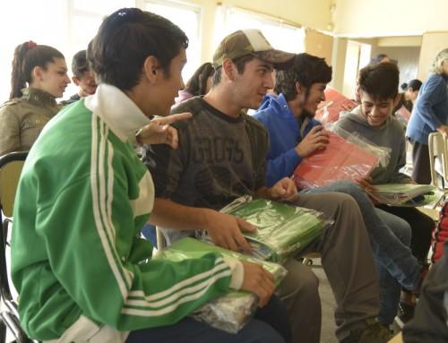 El municipio entregó más de 130 kits de útiles escolares a chicos del distrito
