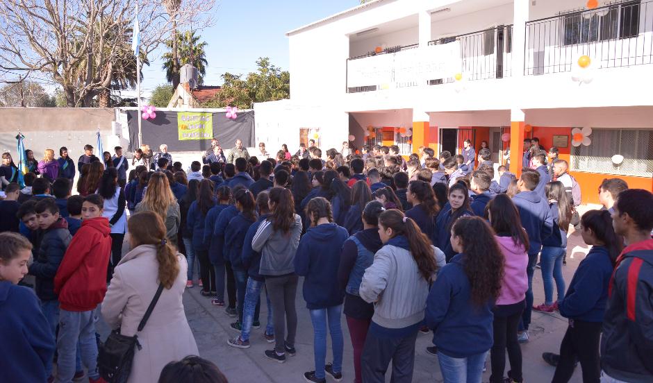 Gray- Secundaria 13- nuevas aulas (1)