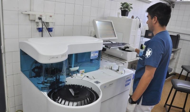 En el primer trimestre del año, más de 18 mil pacientes ambulatorios, y con orden emitida por el sistema de salud municipal, y de los sectores de guardia e internación, realizaron sus análisis clínicos en el laboratorio del Hospital Santamarina.