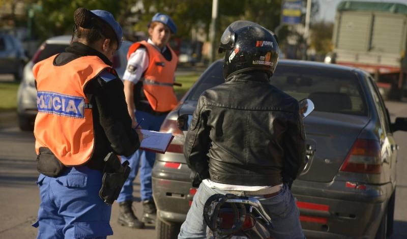 Para garantizar la seguridad de automovilistas y peatones en puntos estratégicos de Canning y Luis Guillón, el Municipio extiende los controles vehiculares.