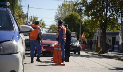 El Municipio de Esteban Echeverría realiza diversos operativos de control vehicular en Monte Grande y Luis Guillón, gracias a los cuales se secuestran al menos 15 vehículos por semana que no tienen la documentación correspondiente, o no cumplen con las normas de tránsito vigentes.