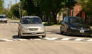 El Municipio de Esteban Echeverría extiende la segunda etapa de colocación de 165 reductores de velocidad, en el marco del proyecto integral que contempla la distribución de 275 bandas de frenado en todas las localidades del distrito.
