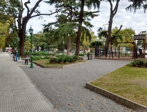 Mejoran las plazas Santamarina y Los Fundadores en Monte Grande