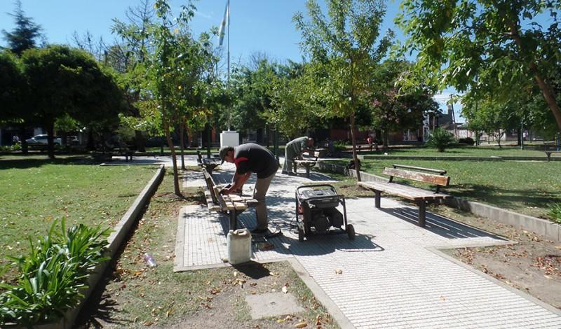 El Municipio de Esteban Echeverría renovó la Plaza Juan de Garay, en L. de La Torre y Madariaga, Luis Guillón, en continuidad con la recuperación de espacios verdes que realiza el Gobierno Municipal en todo el distrito.