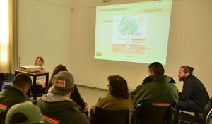 El Municipio de Esteban Echeverría, en conjunto con la cátedra de Dasonomía de la Facultad de Agronomía de la Universidad de Buenos Aires, organizó una jornada sobre poda de árboles, en el marco de las tareas programadas de embellecimiento que se realizan hasta el 30 de agosto.