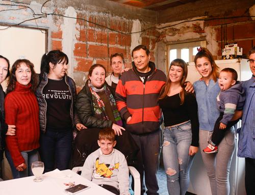 Desarrollo social junto a Magui Gray recorrieron instituciones y visitaron a vecinos de todo el distrito