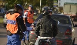 Agentes del Municipio de Esteban Echeverría realizan operativos de tránsito en N. Malvinas y Las Talitas, Monte Grande; Valette y Almafuerte, Luis Guillón y en Cervetti y Roca, El Jagüel, en conjunto con Gendarmería y la Policía Local.