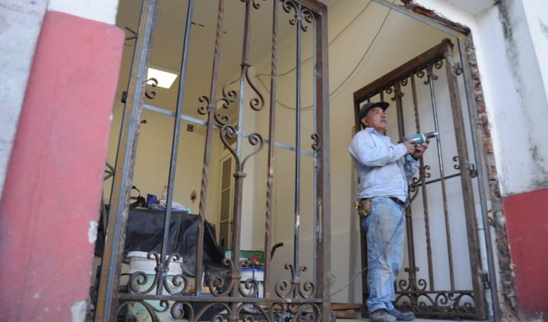 Se trata del portón original del antiguo Hospital San José, actual Casa Municipal de la Cultura, que fue recuperado por el Municipio de Esteban Echeverría, en el marco de la refacción integral del edificio ubicado en S.T Santamarina 432, frente a la Plaza Mitre, en Monte Grande.