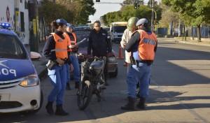 El Municipio de Esteban Echeverría realiza, durante el día de hoy, controles en Ruta 52 y Lacarra, Canning; Oliver y 9 de Abril, y Alvear y Pueyrredón, Monte Grande; y P. Suarez y R. Santamarina, El Jagüel.