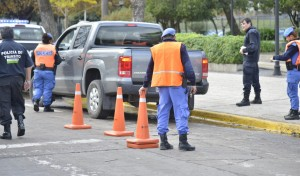 En continuidad con los operativos de control vehicular, agentes del Municipio de Esteban Echeverría, junto a Policía Local y Gendarmería Nacional, labraron 66 actas de infracción y retuvieron ocho vehículos durante los operativos del fin de semana.