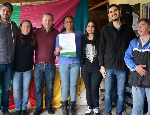 Ganador de concurso de la memoria entregó subsidio a club de Luis Guillón