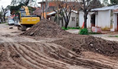El Municipio de Esteban Echeverría inició la construcción de colectores de drenaje en Monte Grande y Luis Guillón, que solucionarán los efectos derivados de las lluvias en el sector limitado por Av. Fair, Costanzó, A. Barros, y Nueva Escocia.