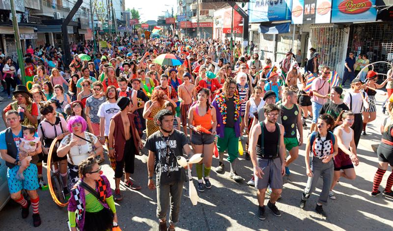 El intendente de Esteban Echeverría, Fernando Gray, participó hoy de la 21º Convención de Payasos, Cirqueros y Espectáculos Callejeros, conformada por más de 600 artistas de todo el mundo, que brindaron shows de arte y acrobacia en el centro de Monte Grande.