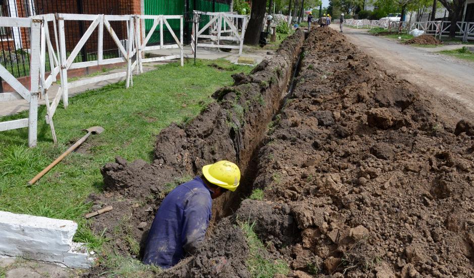Avanza red de agua potable en Monte Grande y Luis Guillón