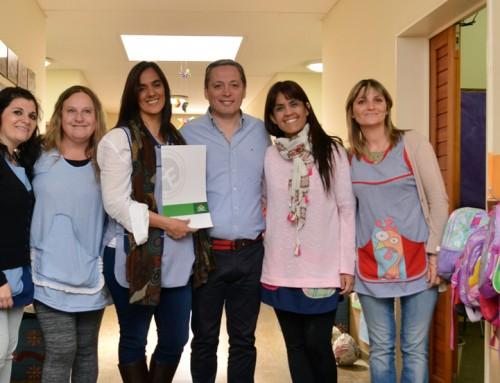 Fernando Gray recorrió jardines de infantes en Monte Grande y 9 De Abril