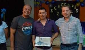 El Intendente de Esteban Echeverría, Fernando Gray, felicitó a los 40 nuevos egresados del Plan FinEs, a quienes les entregó certificados y material didáctico, en la Asociación Civil Latinoamericana, en 9 de Abril.