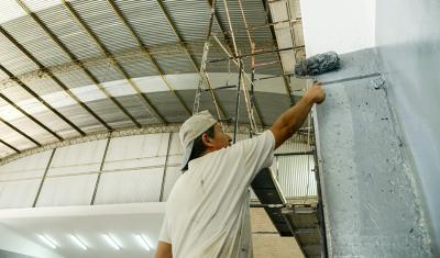 En continuidad con el Plan Integral de Refacción de 68 Instituciones Educativas, el Municipio de Esteban Echeverría avanza con la construcción de un aula en la Escuela Secundaria N° 18, ubicada en A. Rojas 310, Monte Grande.