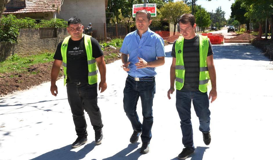Fernando Gray supervisó nueva obra de pavimento en Monte Grande