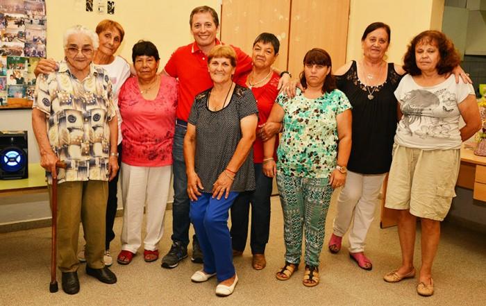 El intendente de Esteban Echeverría, Dr. Fernando Gray, visitó el Centro de Jubilados