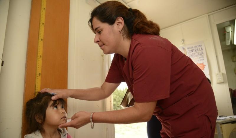 El Municipio de Esteban Echeverría realiza, todas las semanas, operativos de salud en las cinco localidades del distrito, a partir de los cuales, este año, fueron atendidos 3511 vecinos, así como también se impartieron 2024 dosis de vacunas.