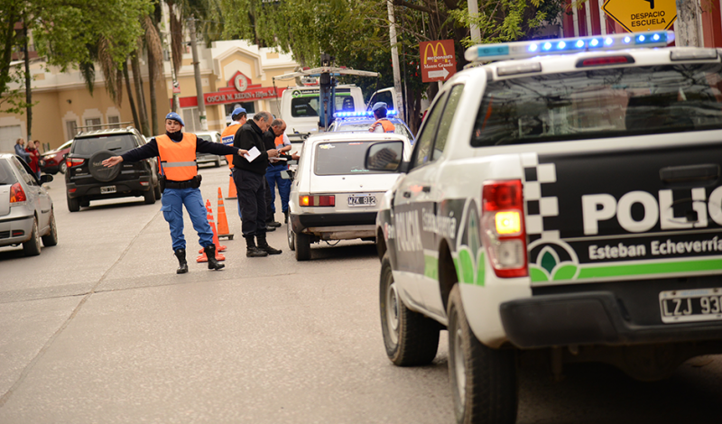 Agentes del Municipio de Esteban Echeverría, realizaron hoy diversos operativos de control vehicular en las localidades de Canning y Luis Guillón, gracias a los cuales se secuestran al menos 15 vehículos por semana que no tienen la documentación correspondiente, o no cumplen con las normas de tránsito vigentes.
