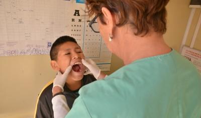 El Municipio de Esteban Echeverría efectuó controles odontológicos a más de 100 niños, de entre 2 y 14 años, de la guardería de la Casa del Niño 2 y el CAI, en Sansinena 950, 9 de Abril.