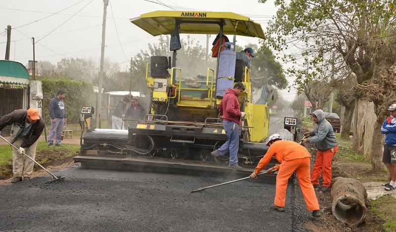 El Municipio de Esteban Echeverría avanza con el Plan Integral de Mejoramiento Asfáltico, que pavimentará 400 cuadras, de las cuales ya se han realizado más de 150 entre todas las localidades del distrito